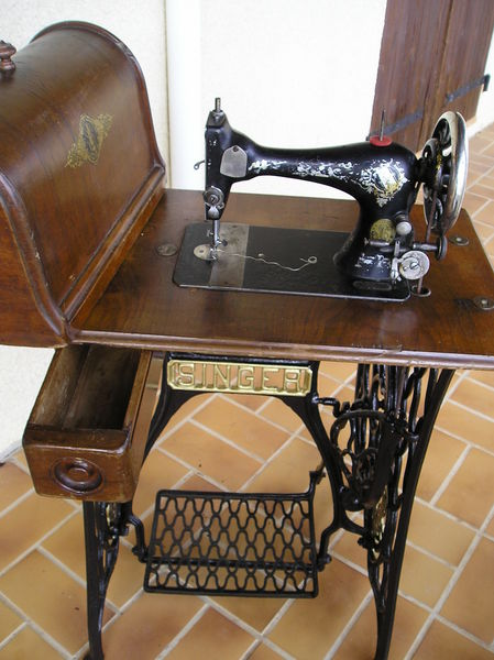 Image machine a coudre ancienne